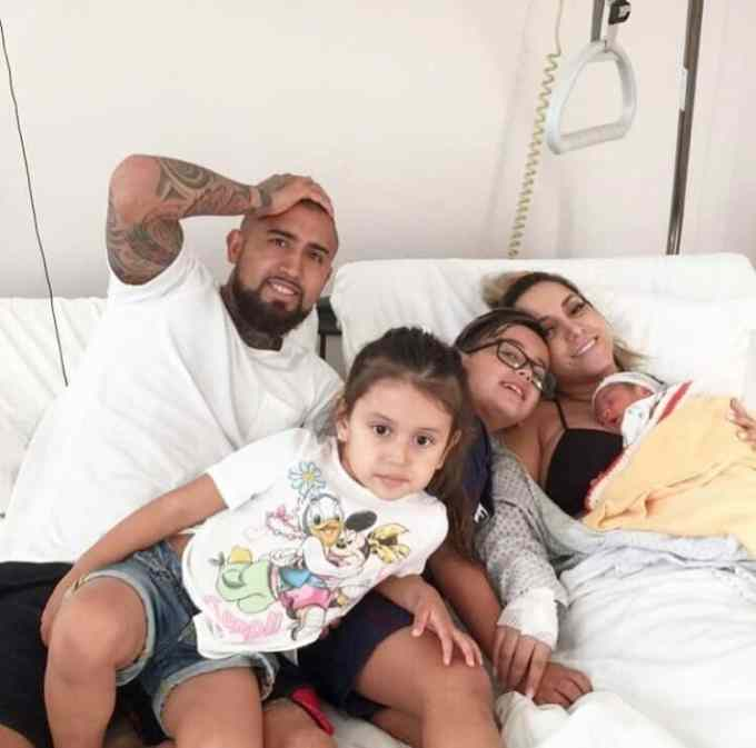 Arturo Vidal with his wife and kids